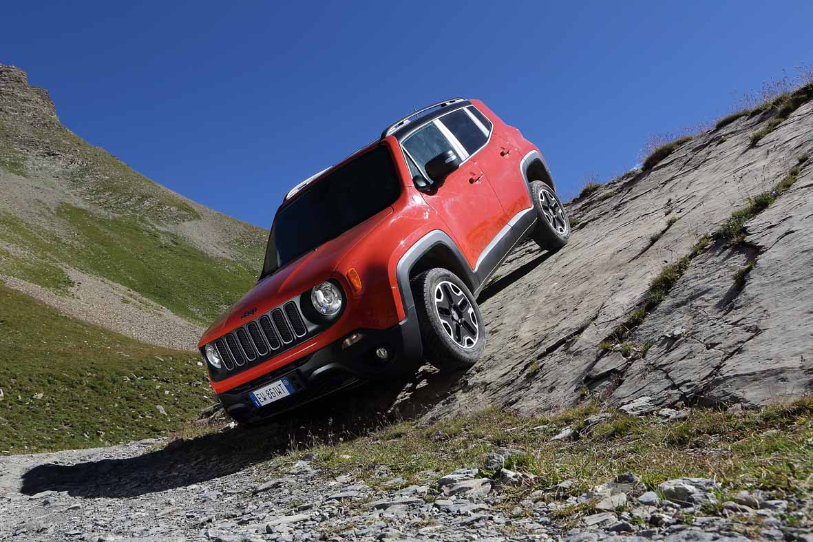 jeep renegade trailhaw alpes rouge montagne 4x4 photo shooting